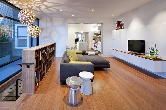 005-eddie-house-legged-pig-design